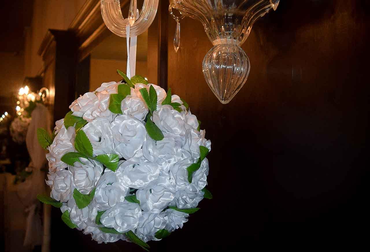 Blumendeko - Hochzeit - Hochzeitsdekoration - Blumenkugeln - Dekohochzeitskugeln - Hochzeitsblumen - rund-um-ihre-hochzeit.de - rund um ihre hochzeit - hochzeitsdeko mieten- hochzeitsdekoration mieten