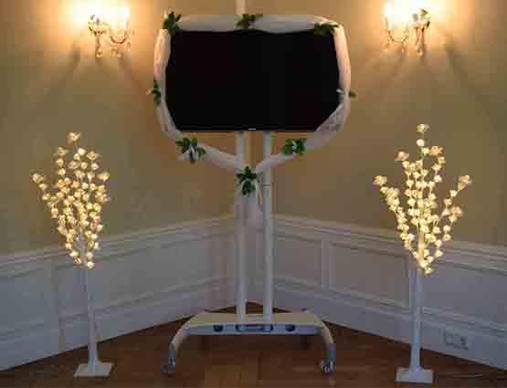 Rund um ihre Hochzeit TV Ständer