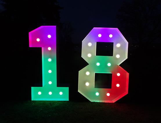 Leuchtende LED Zahlen 18, Leuchtende Hochzeitsdekoration XL mieten, rund um Ihre Hochzeit, Wedding, Hochzeitsplanung, 18. Geburtstag Deko, Hochzeitstag, Geburtstagsdekoration, Geburtstagparty