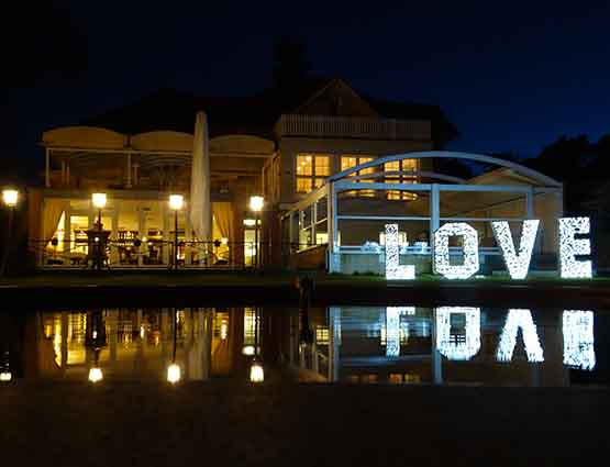 Leuchtende Love Buchstaben 1,4m Hochzeitstdeko mieten in Berlin, Hochzeitsdekoration mieten, Hochzeit mieten, Rund um die Hochzeit