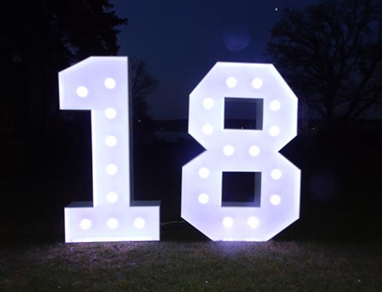 XXL Leuchtende Zahlen 18, Leuchtende LED Hochzeitsdekoration XXL mieten, rund um Ihre Hochzeit, rund um Ihre Hochzeit, Hochzeitstag Deko mieten, Geburtstagparty