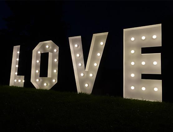 Leuchtbuchstaben mieten, Love Buchstaben 1,2m mieten Berlin Alles für die Hochzeit, Hochzeitstdekoration mieten Berlin, Hochzeitsdekoration mieten, Hochzeit mieten, rund um die Hochzeit