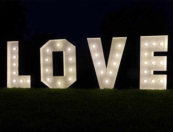 Love Buchstaben 1,2m mieten in Berlin Alles für die Hochzeit, Hochzeitstdekoration mieten Berlin, Hochzeitsdekoration mieten, Hochzeit mieten, rund um die Hochzeit
