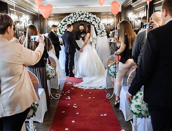 Roter Läufer mieten Hochzeit, Hochzeitsteppich mieten, rund um Ihre Hochzeit, Hochzeitsdeko mieten, Hochzeitsdekoration mieten