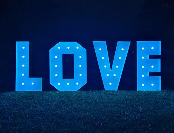 Love Buchstaben 1,2m mieten in Berlin rund für die Hochzeit, Hochzeitstdekoration mieten Berlin, Hochzeitsdekoration mieten, Hochzeit mieten, rund um die Hochzeit