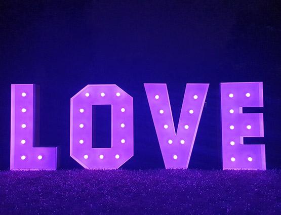 XL Love Buchstaben 1,2m mieten Berlin rund für die Hochzeit, XL Hochzeitstdekoration mieten in Berlin, Hochzeitsdekoration mieten, Hochzeit mieten, rund um die Hochzeit