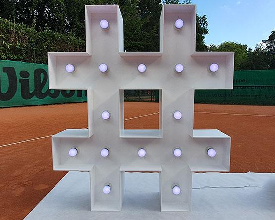 Leuchtendes Hashtag mieten, Leuchtbuchstaben in Berlin, Leuchtende Zeichen mieten, XXL Hashtag, Leuchtende XXL Symbole mieten Berlin, Hochzeit, Wedding, rund um Ihre Hochzeit