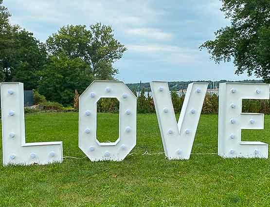 LED Hochzeitsdeko, Leuchtbuchstaben, Leuchtende Buchstaben, rund um Ihre Hochzeit, Hochzeitsdeko, Hochzeitsverleih