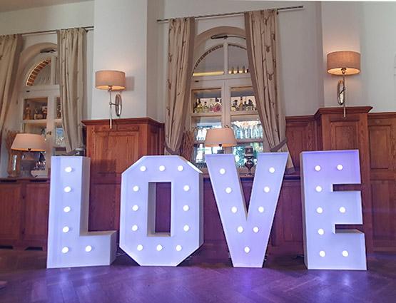 XXL Love Buchstaben 1,2m mieten Berlin rund für die Hochzeit, Hochzeitstbuchstaben mieten Berlin, Hochzeitsdeko mieten, Hochzeit, rund um die Hochzeit