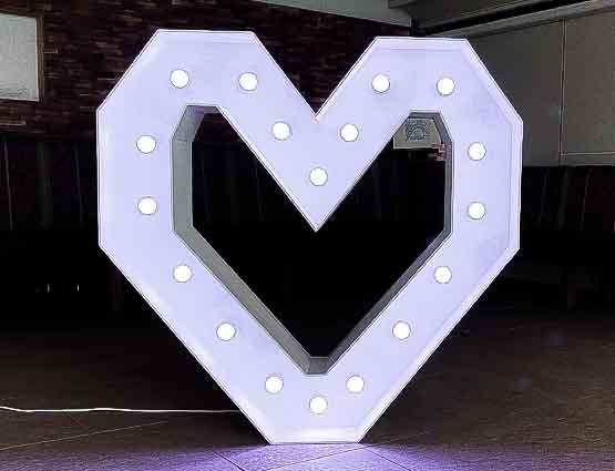 Light Letters, Leuchtende Letters, XXL Heart, Wedding, Leuchtendes Herz, Leuchtherz, Hochzeit mieten, Rund um die Hochzeit