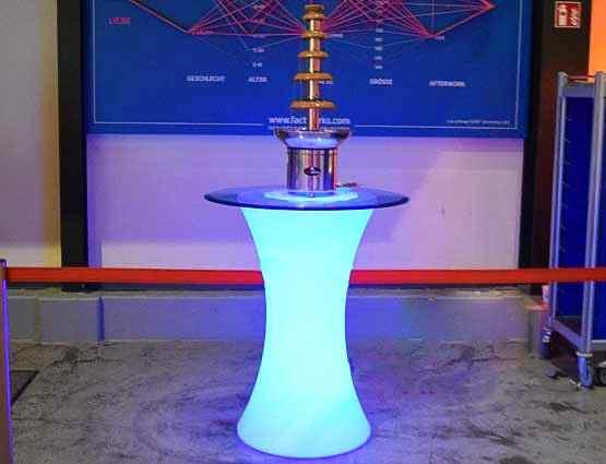 LED Tisch, LED Hochzeitsdeko, Hochzeitsdekoration mieten, Porzellan Vasen, Rund um Ihre Hochzeit