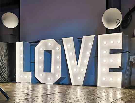 Leuchtbuchstaben Hochzeit mieten in Berlin bei rund für die Hochzeit, Hochzeit Buchstaben mieten Berlin, Hochzeitsdeko mieten, Hochzeit, rund um die Hochzeit Berlin