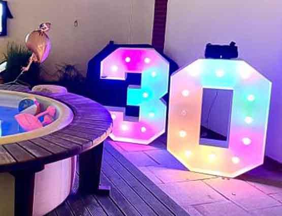 Geburtstagsdeko, Leuchtende XL Zahlen mieten, Leuchtbuchstaben, Leuchtende Zeichen mieten, Leuchtende XXL Symbole mieten, Hochzeitsdekoration Berlin, Hochzeit, Wedding, rund um Ihre Hochzeit