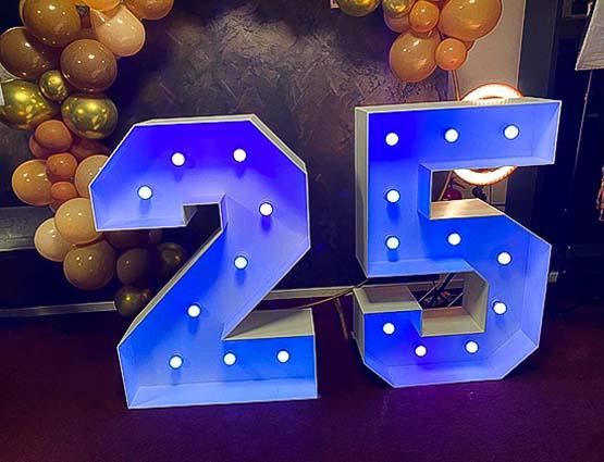XXL Zahl 25 mieten, XXL 25, Geburtstagsdeko, Leuchtende XL Zahlen mieten, Leuchtbuchstaben, Leuchtende XXL Symbole mieten, Hochzeitsdekoration Berlin, Hochzeit, Wedding, rund um Ihre Hochzeit