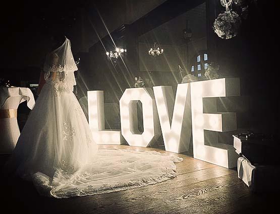 leuchtende Love Buchstaben Berlin, Hochzeitstbuchstaben mieten Berlin, Hochzeitsdeko mieten, rund um Ihre Hochzeit in Berlin, Deko Hochzeit, freie Trauung
